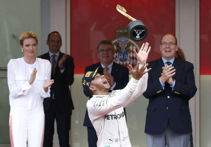 Montecarlo premia Lewis Hamilton