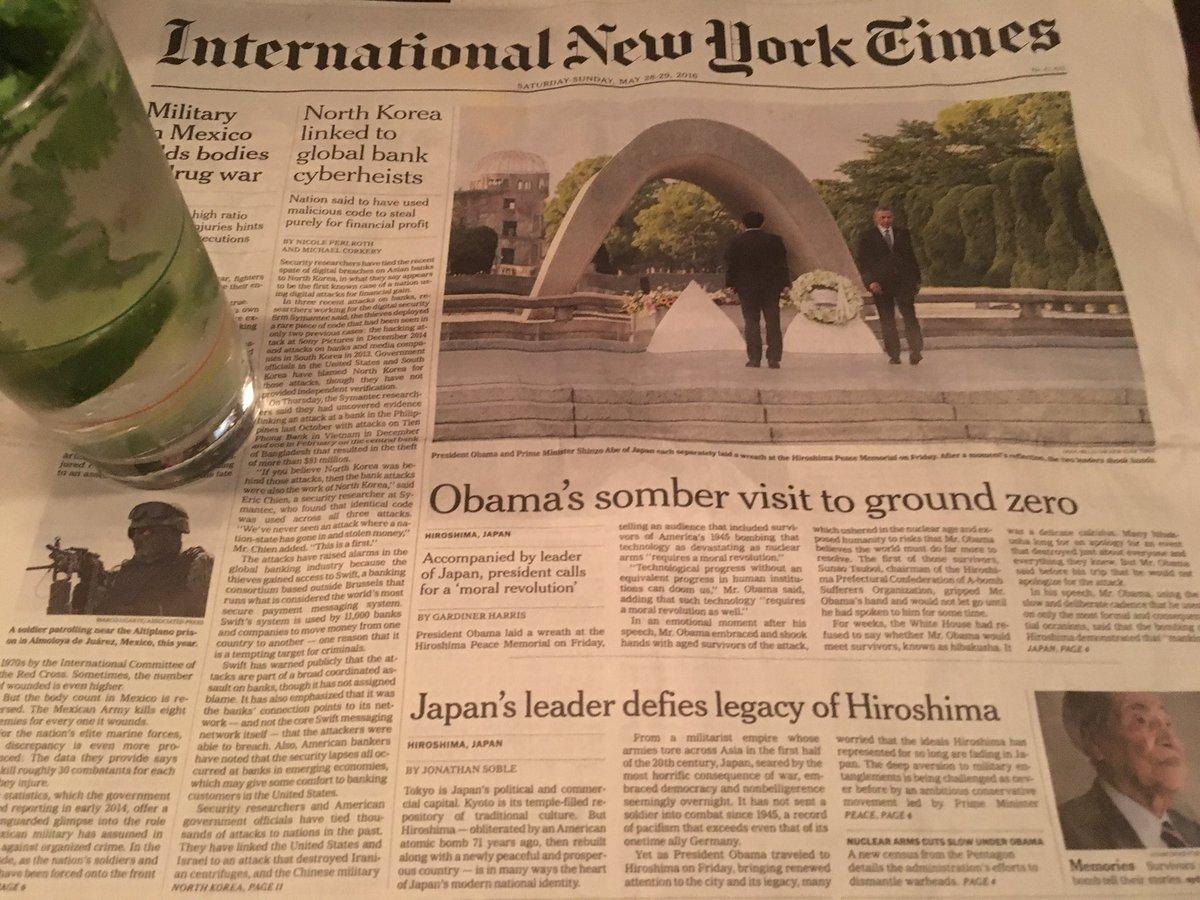 ニューヨークタイムズ国際版、歴史的なオバマ広島訪問を伝える1面の写真が印象的だ。オバマ氏と安倍首相が違う方向を向く。記事はさらに辛辣。見出しは「広島の遺産を無視する日本の指導者」。武器輸出解禁や安保法、政権が戦争に傾く姿勢を伝えた。 https://t.co/XwdAfHqPZX