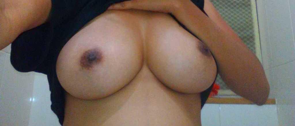 Nude Selfie 5728