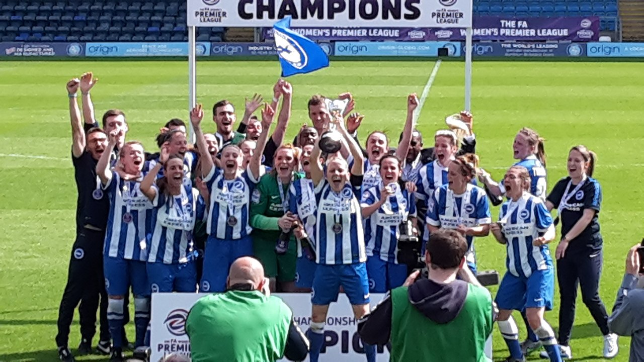 Captain Vicky Ashton-Jones lifts the Premier League Championship trophy after Brighton's 4-2 play-off victory over Sporting Club Albion (Photo: Jane Roberts)