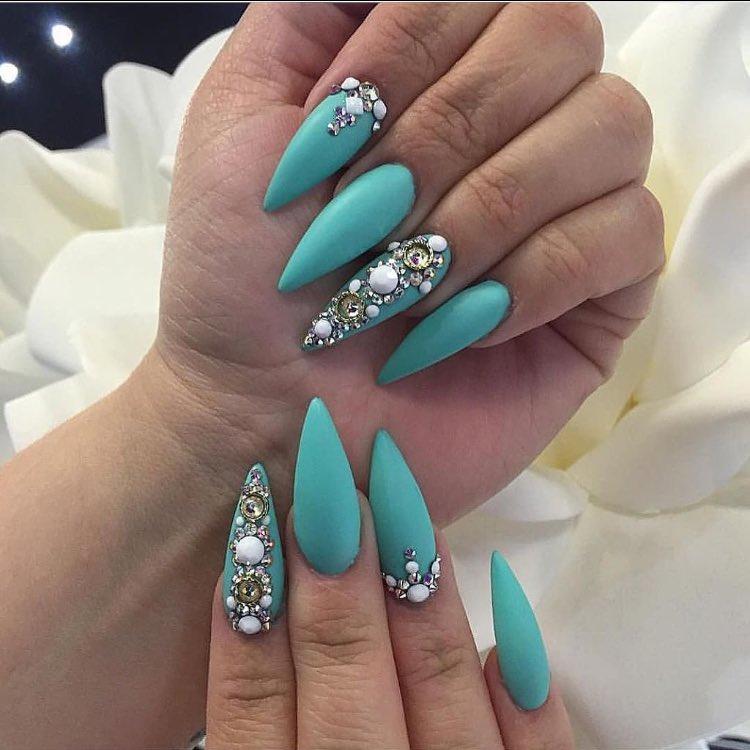 Laque nail bar followed