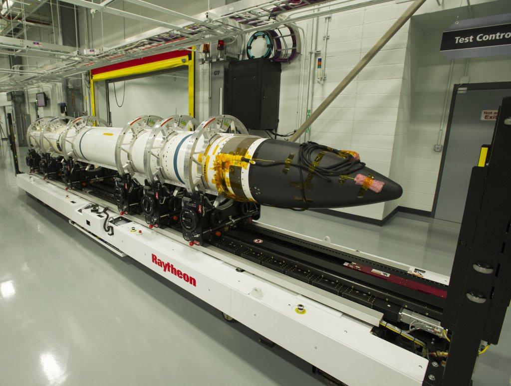صاروخ SM-3  من انتاج شركة Raytheon  Cjr8gSGVEAA2dGx
