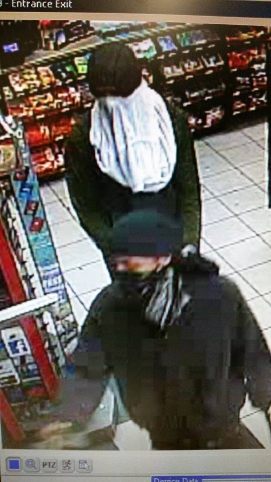 Suspects armed with baseball bats rob Inverness convenience store