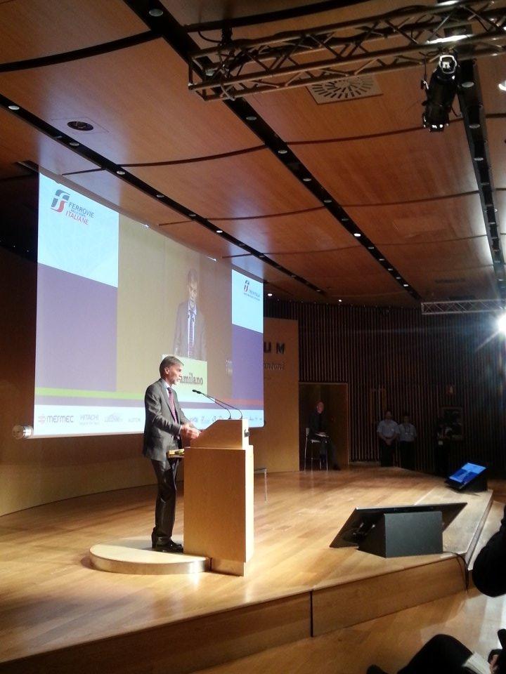 #wcrr16 Ministro @graziano_delrio parla di sviluppo sostenibile e innovazione per la mobilità nelle aree urbane https://t.co/gjSw0ZnfSi