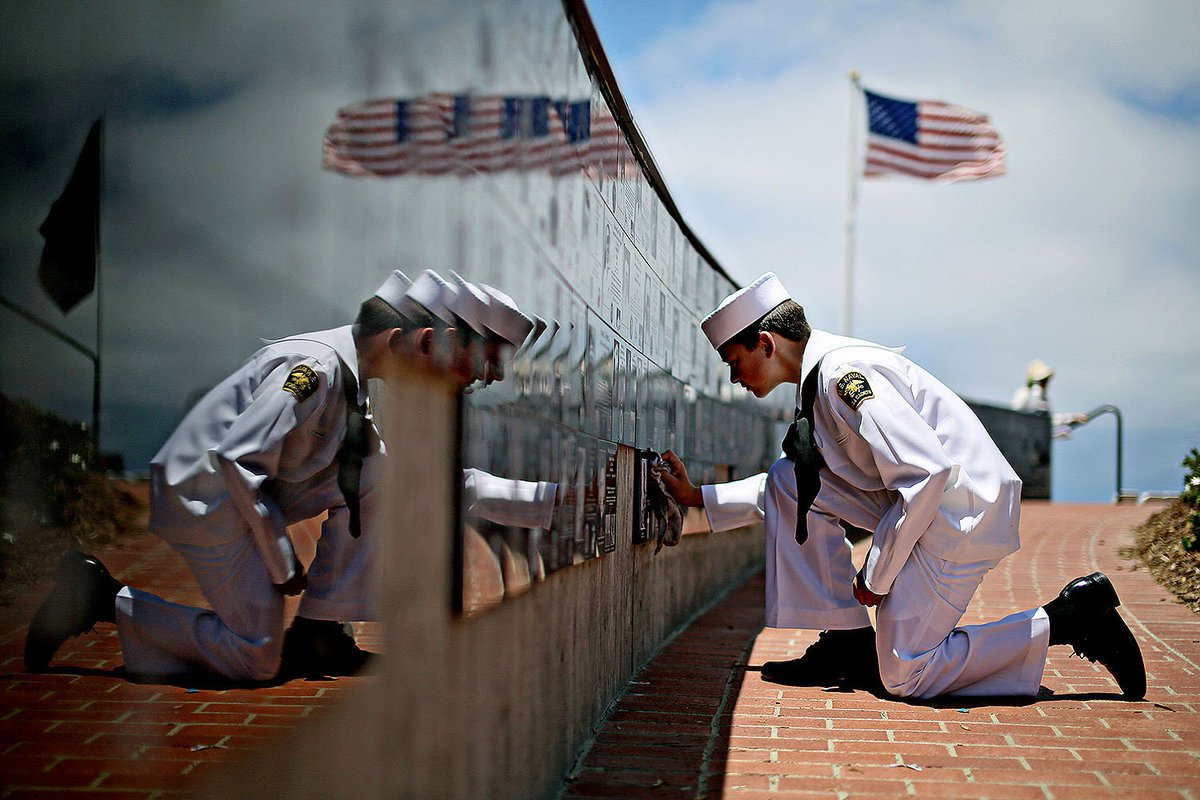 On #MemorialDay the US honors those who have fallen in service to our nation. Every day we remember their sacrifice. https://t.co/usdCwaqRne