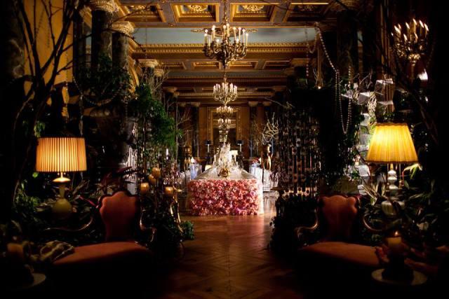 https://t.co/A3xTKZBBsH @_RitzParis réouvre ses portes pour votre plus grande joie. Teaser par par @ZoeRCassavetes https://t.co/cJrrTVRVcc