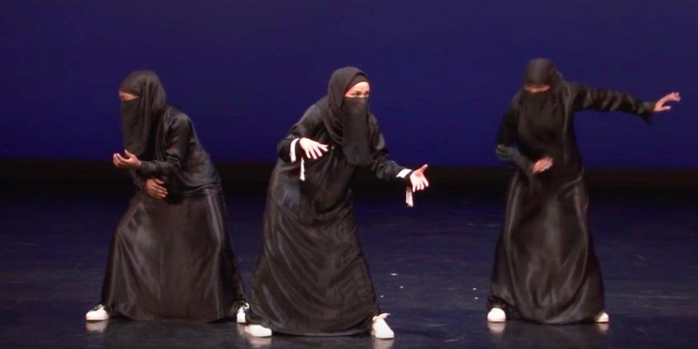 Watch These Niqab-Wearing Women Slay a Hip Hop Dance Routine https://t.co/71C5EuLfA4 https://t.co/VXasYf4Qhj