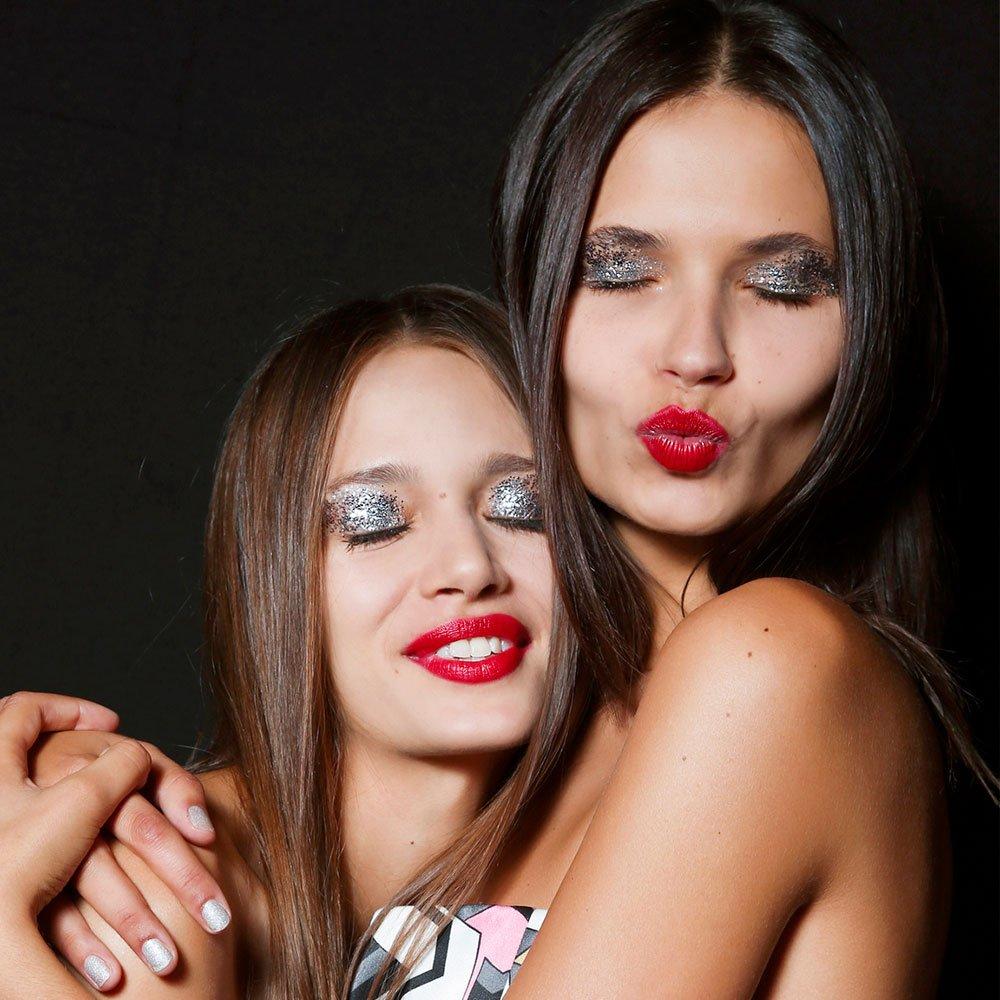 Can lipstick change your life? https://t.co/b2jIUuQuDN https://t.co/jyrU9JFtXQ