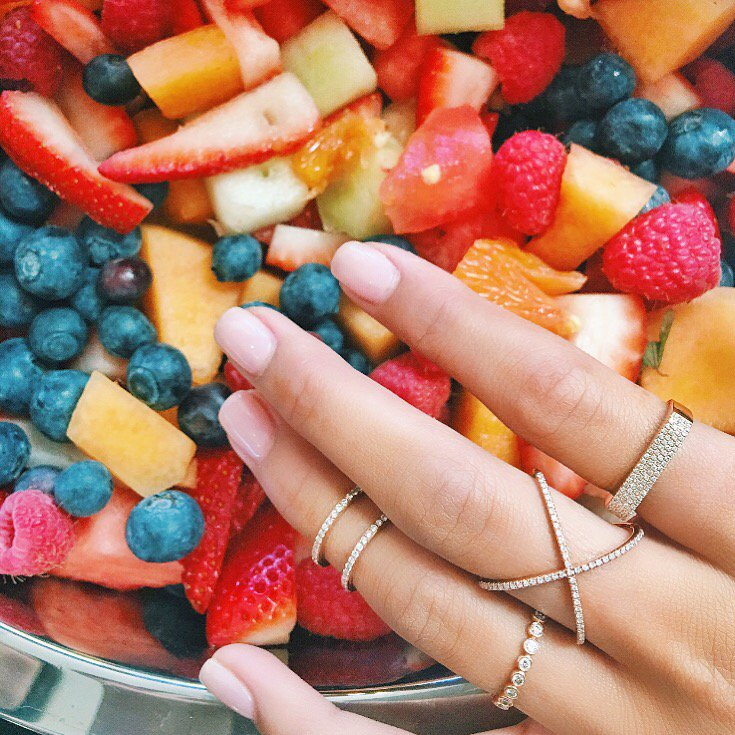 Signs of summer: everything fresh picked, rings by @efcollection. https://t.co/lyYvNpIJRN