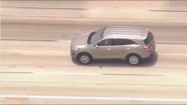 Police pursue stolen vehicle in Los Angeles