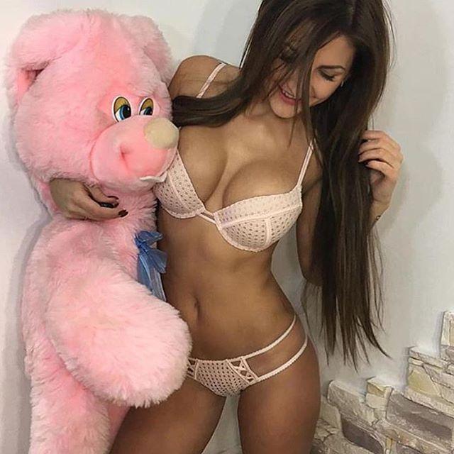 Barbara eden naked photos