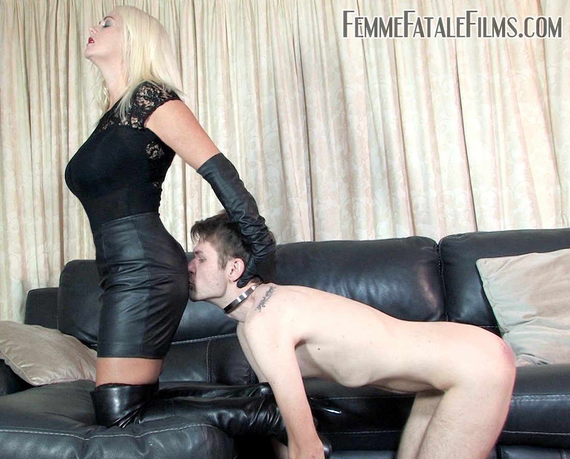 worshipping mistress