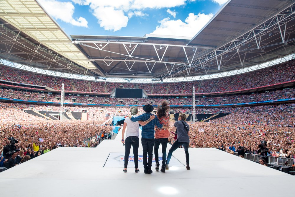 RT @onedirection: #CapitalSTB memories! What a day! © One Direction/Cal Aurand https://t.co/8Z0wnBdl0K