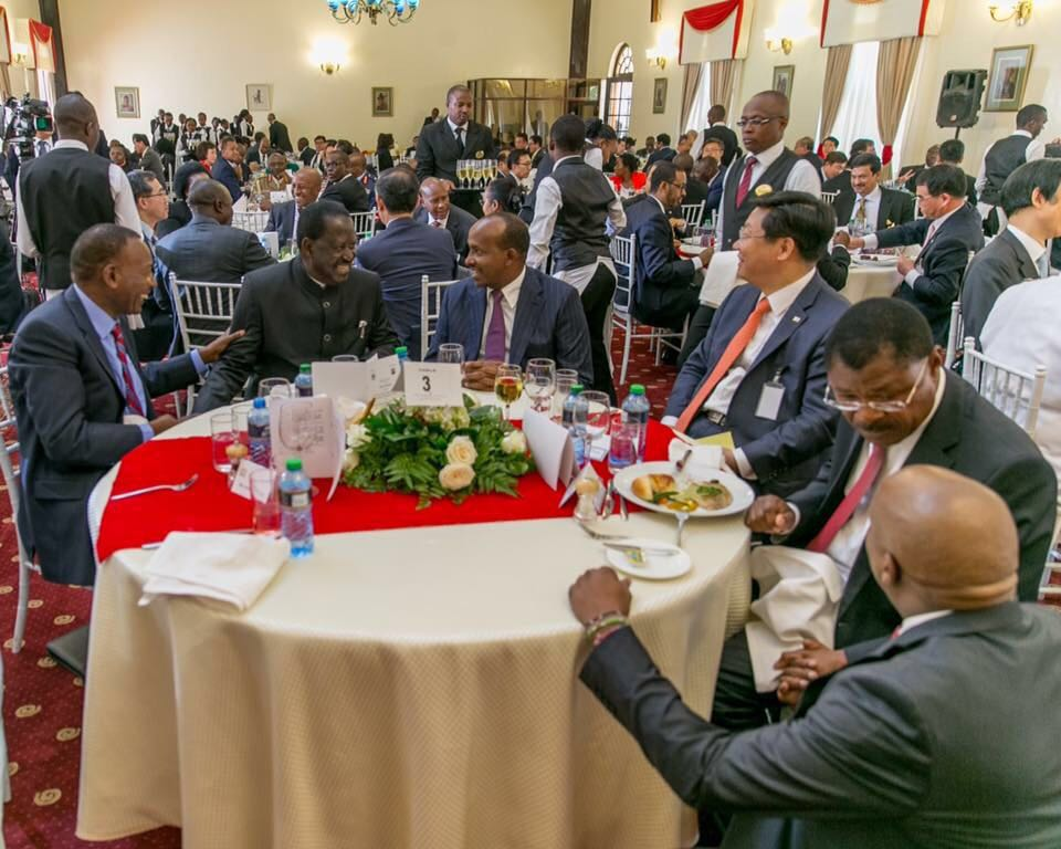 But but si these guys have been exchanging threats just the other day yet here they are dining? Lakini pia tuchanuke https://t.co/PUxoc3a9NH
