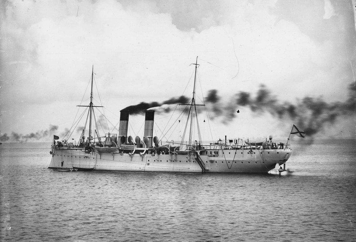 機雷敷設艦アムール 日露戦争で地味に最大のすさまじい戦果を上げたロシア艦。コイツが撒いた機雷が日本に6隻しかいない戦艦のうち初瀬と八島を撃沈し3分の1を消した。日本海海戦じゃ戦艦8隻だしても魚雷艇しか沈まなかったのに地味すぎだろ…