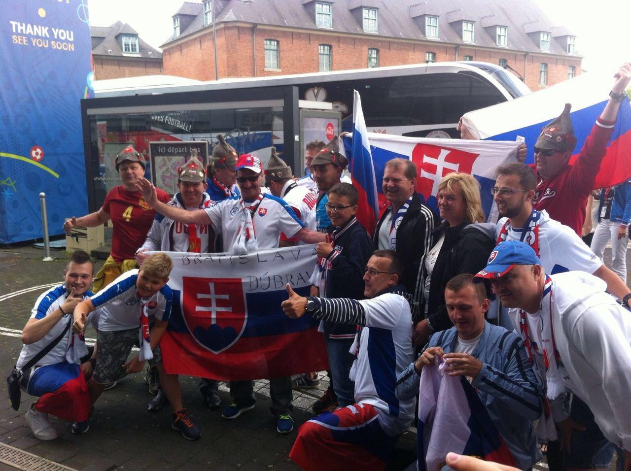 Чемпионат Европы по футболу 2016 - Страница 3 Ck-7z7ZWYAAXs--