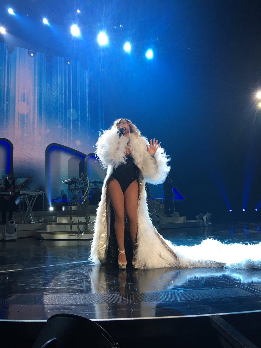Mariah en résidence à Las Vegas - Page 5 Ck-T8-GXAAA05pr