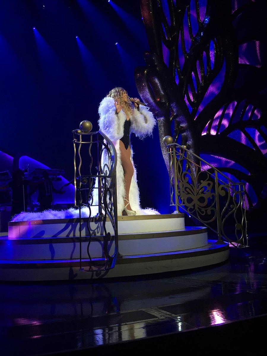Mariah en résidence à Las Vegas - Page 5 Ck-T9JFXEAEBAdn