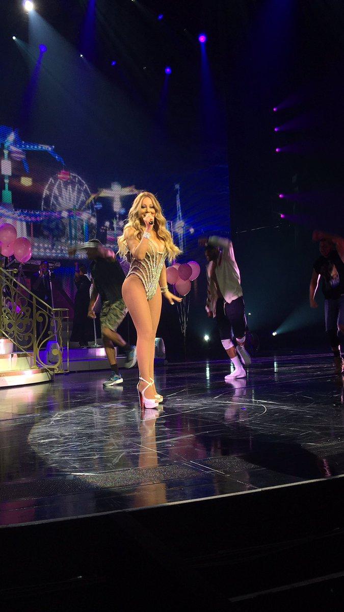 Mariah en résidence à Las Vegas - Page 5 Ck-bSFsWgAAQQui