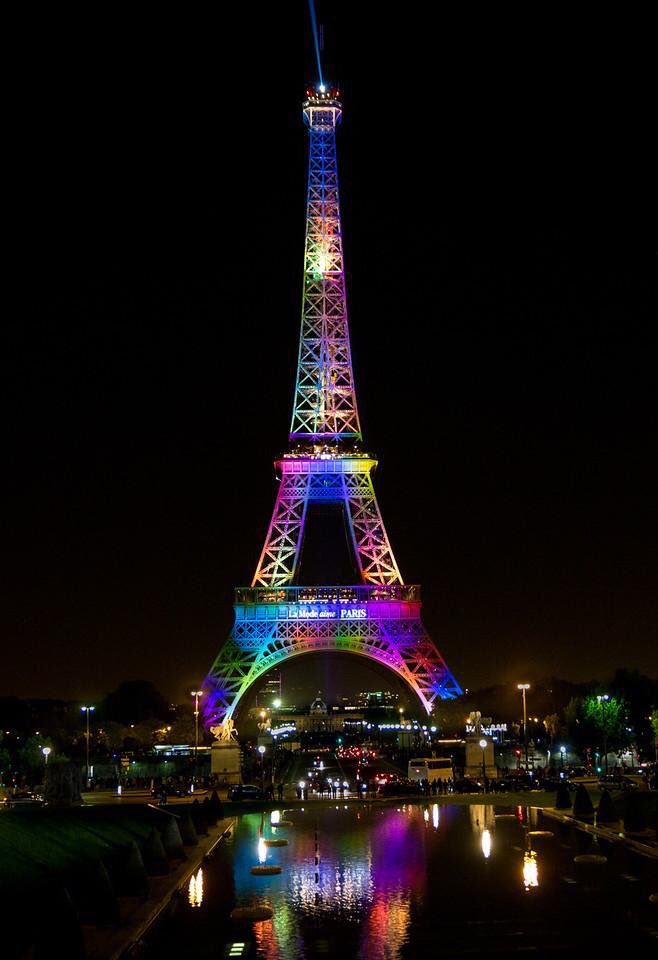Paris stands with Orlando. Tonight @LaTourEiffel will wear the rainbow flag as a tribute to the victims. #lovewins https://t.co/MDk4ZamrRg