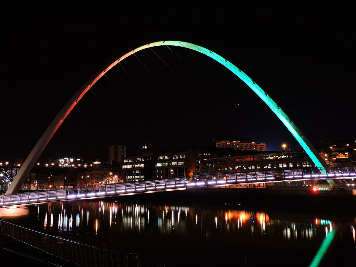 Gateshead Millennium Bridge to be illuminated in rainbow colours tonight in #solidarity with #Orlando victims https://t.co/uKpSbiATCw