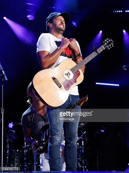 How I feel when I look at @LukeBryanOnline https://t.co/Y2hXJsymMI