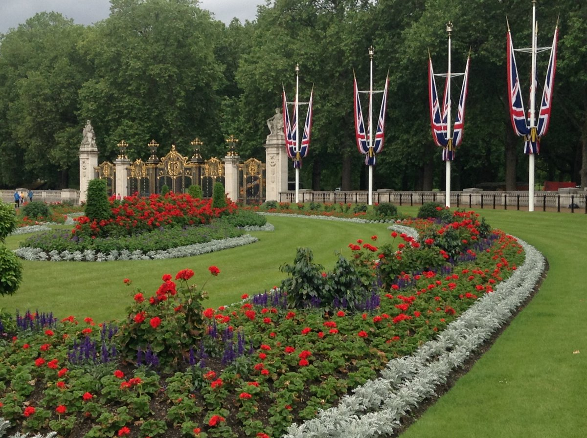 Gardens outside of Buckingham Palace