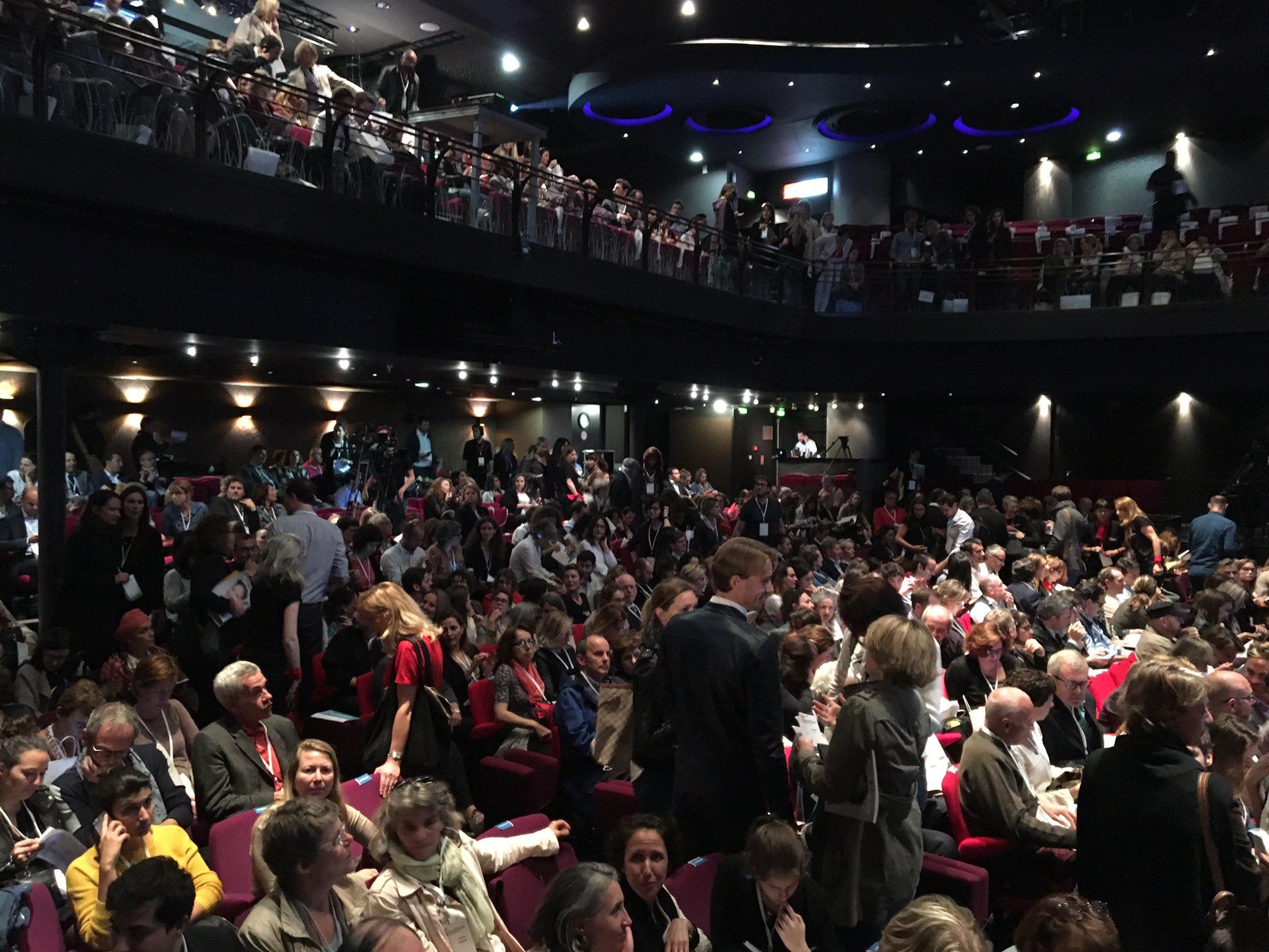 Beaucoup de monde ce soir, la salle est comble #TEDxVR @TEDxVaugirard https://t.co/ZSDHL5fP8G