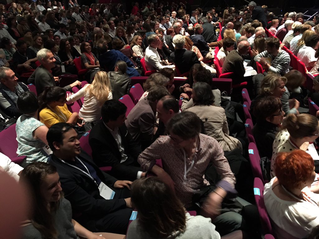 Pour vous, quel est cet invisible que vous voulez voir ? Le dire à la personne de derrière. C'est parti ! #TEDxVR https://t.co/CobwPvMlYa