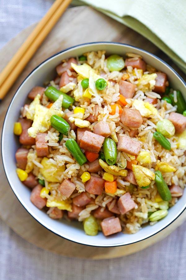 Spamlicious SPAM fried rice for lunch, anyone? https://t.co/ap1IYmSZkf #hawaiianfoodsweek #HFWLuau https://t.co/aYE9UPgq6m