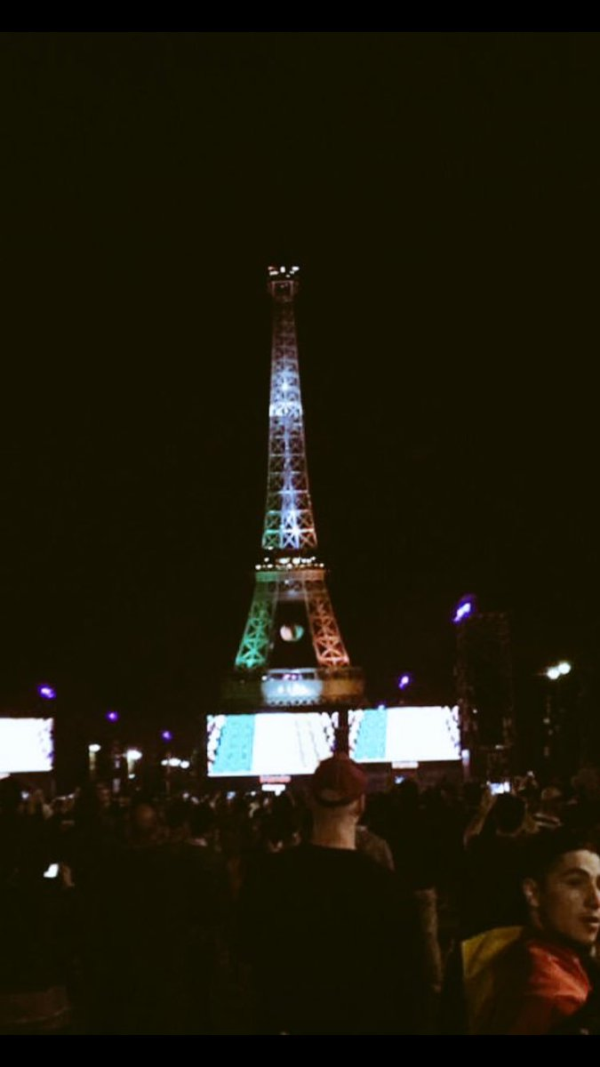 Nice way to say Goodnight from Paris  #COYBIG https://t.co/EBaPCxzWih