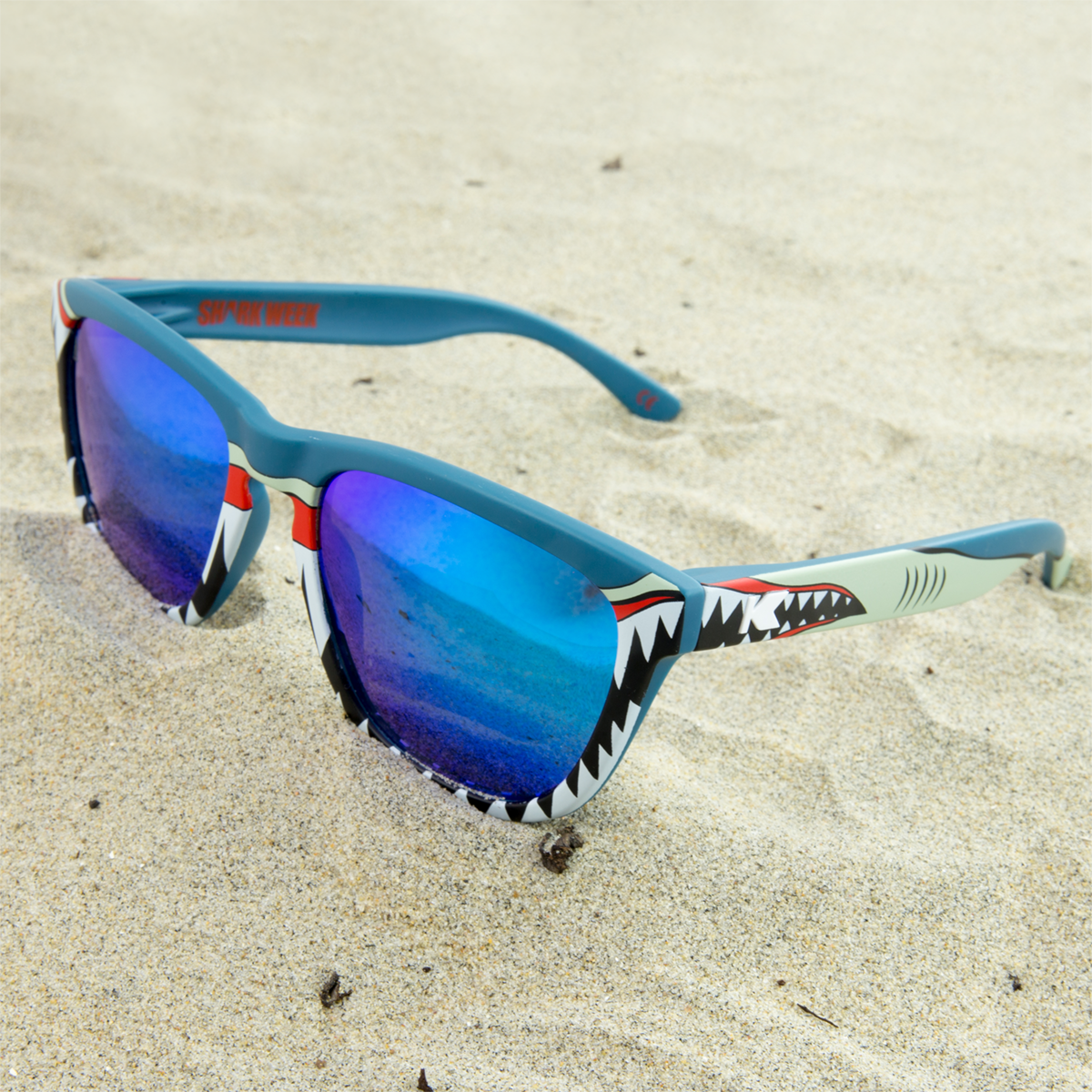 The Shark Week II Premiums are available for $30 #sharkweek #discoverychannel #knockaround https://t.co/nDGnE7kIs8 https://t.co/xwuItIFNu3