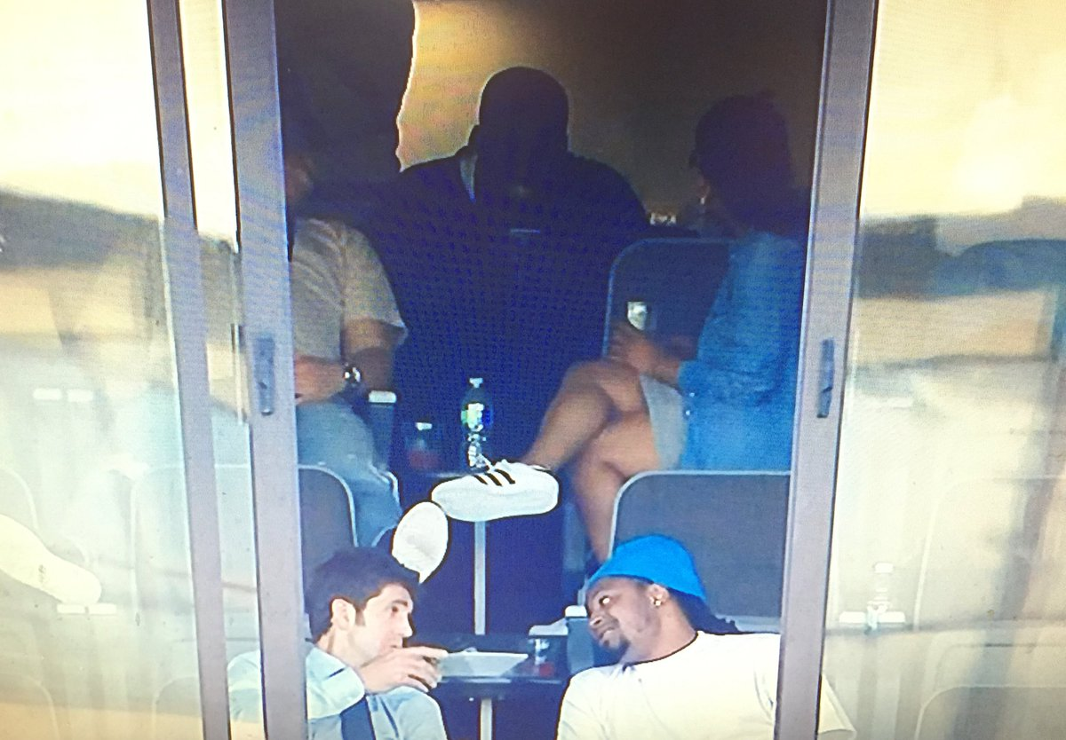 Draymond Green sighting at the #Athletics game. He's with Bob Myers and Marshawn Lynch, too. https://t.co/K5HtrAVcye