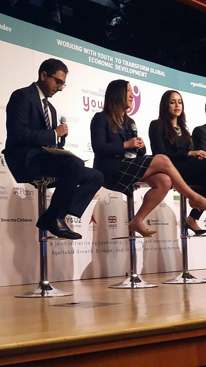We have seen people struggling in terms on getting to the next page on feature phones: @jackiechang at #youthindev https://t.co/jl2gb2T2ys