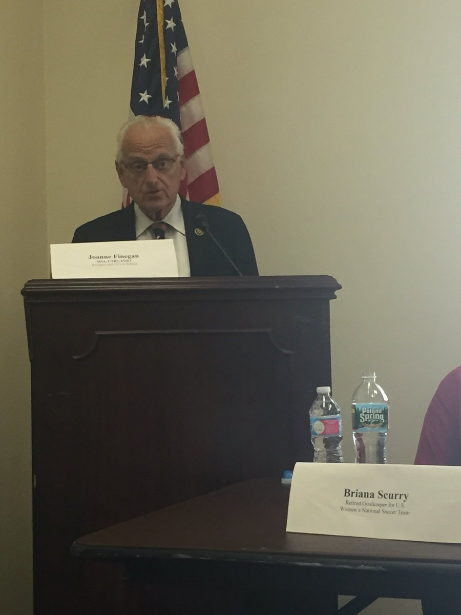 """We have to invest more in research in female TBI"" @BillPascrell  ""Take this knowledge and put into action"" #pinkTBI https://t.co/lpDZiHme3R"