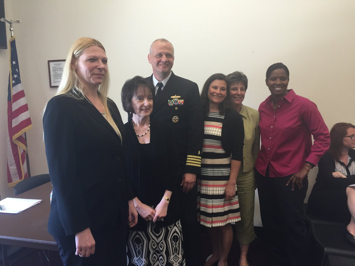 Left to R: Dr. Goldin, Dr. Moser @RosemarieSMoser, Navy Capt. Dr Colston, Dr. Cernich, Ms. Finegan, and @BriScurry https://t.co/Imq7pLhlD7