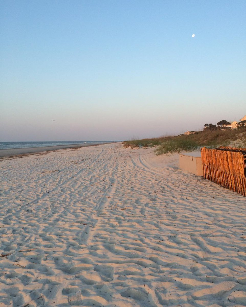 The best way to end a day: a walk along the beach! 'ReTweet' if you agree #HiltonHead #PalmettoDunes