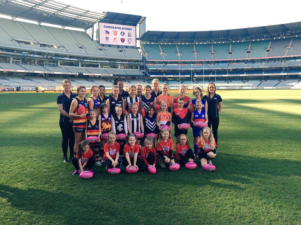 Historic day for the greatest game on earth- #journeyto2017 here we come!Well done @AFL &all involved #aflwomensgame https://t.co/Gyd2BJK1yj