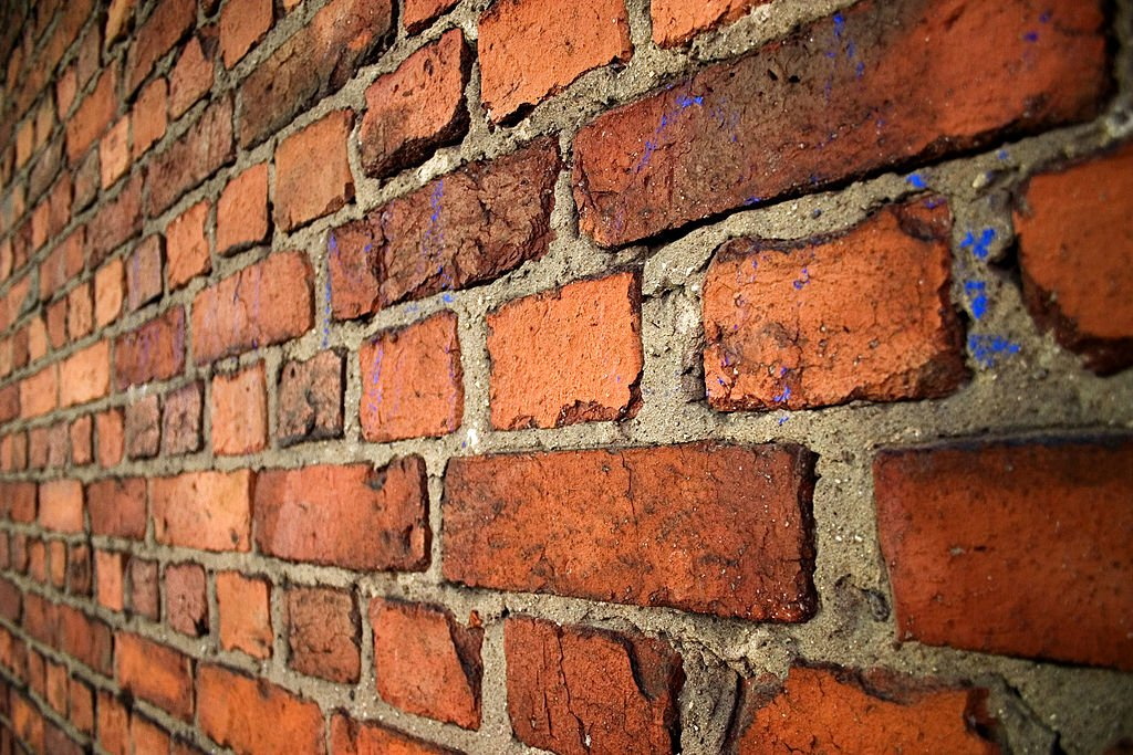 I estimate $1,400 to build a brick wall around Donald Trump, $2,000 w/sound insulation. Who's in with me? #Drumpf https://t.co/Z31m5bnUHF