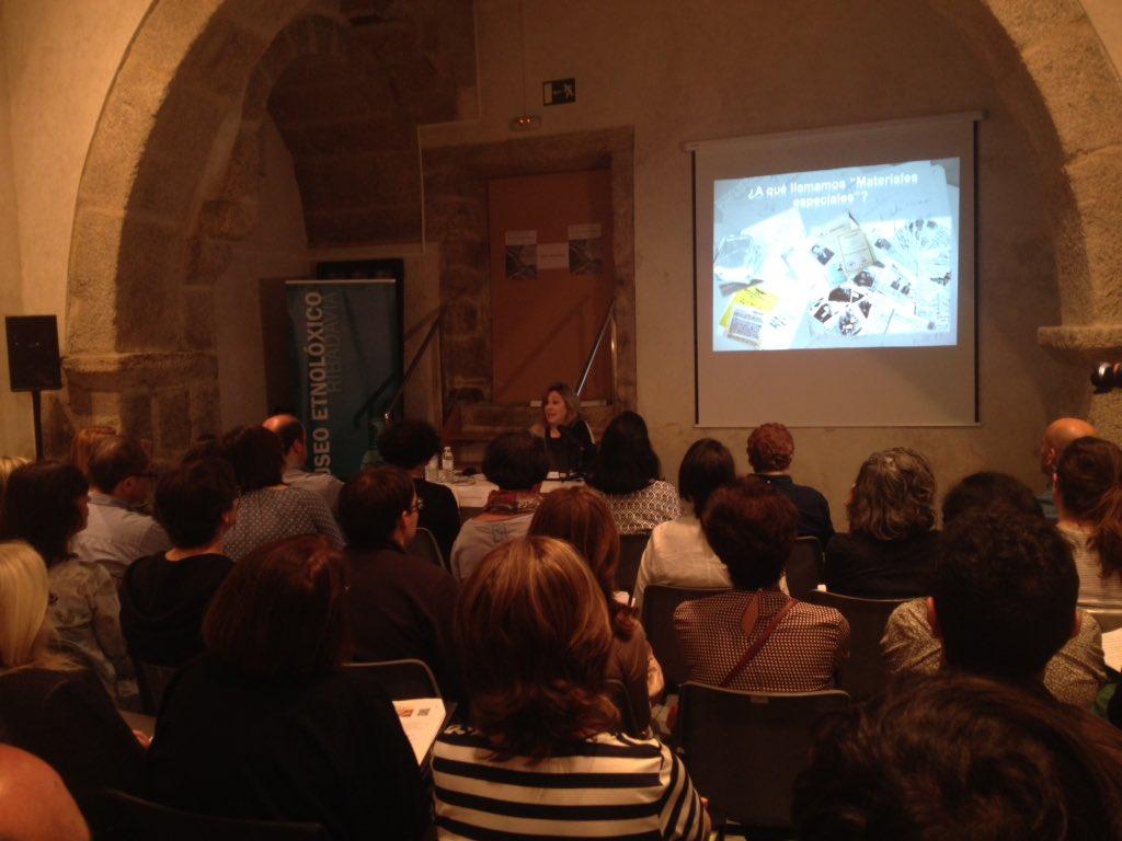A que llamamos materiales especiales empieza Maria Jose Rucio @BNE_biblioteca #IIIXorBiblioEspe @museoetnoloxico https://t.co/kdzOUVkyz0
