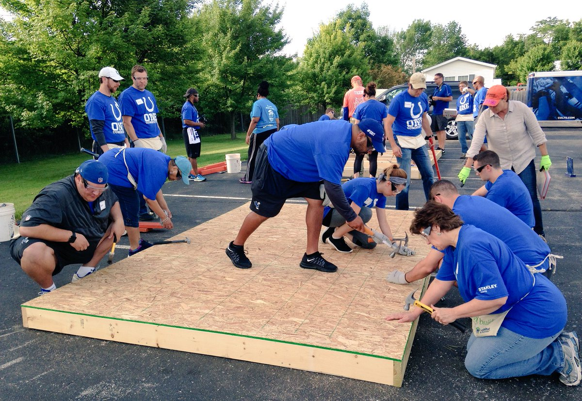 Our Indy employees partner w/ @coltscommunity for an @IndyHabitat Panel Build to provide a deserving family a home. https://t.co/Qy1G2ywcpJ