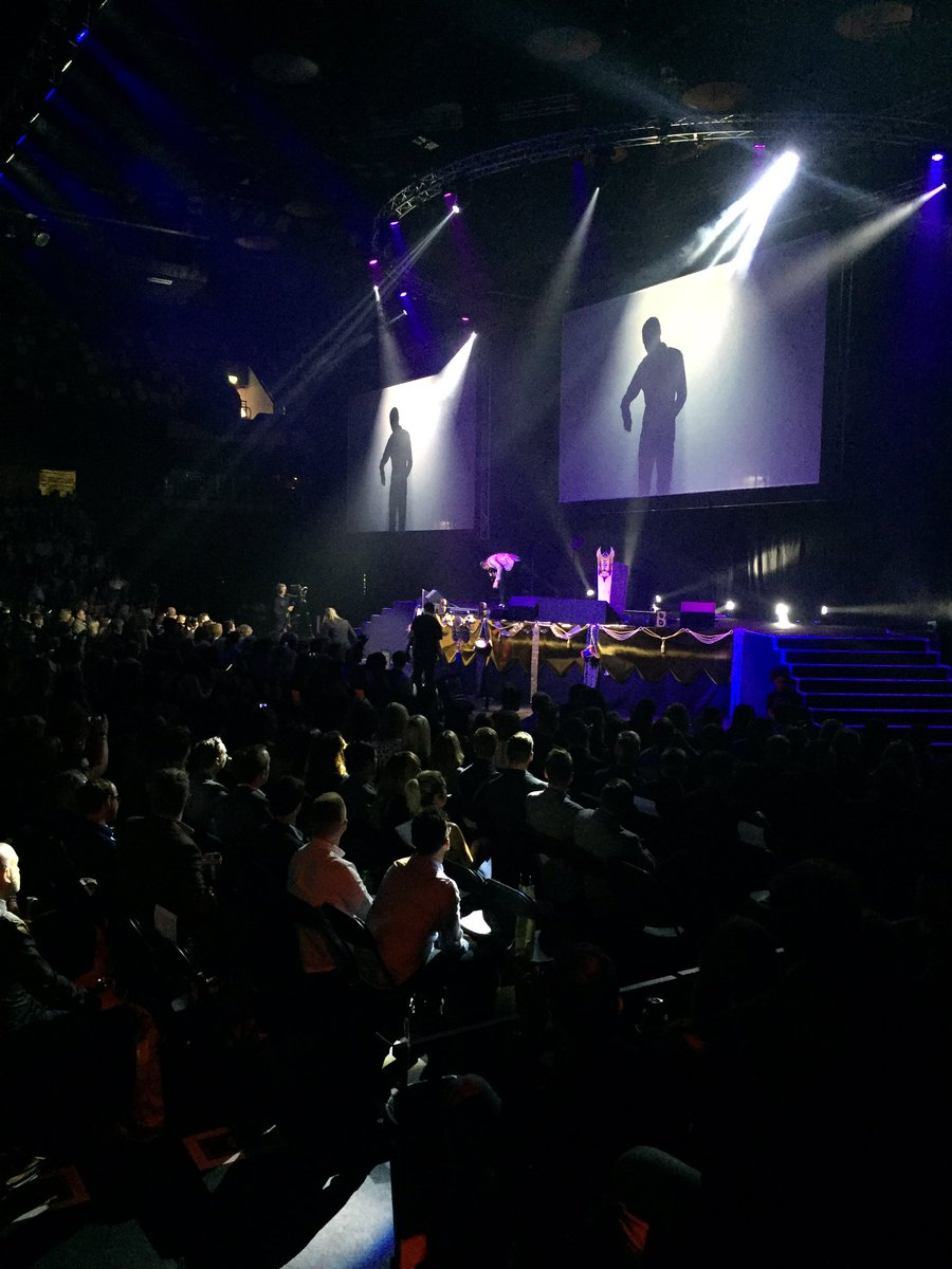 Not at the #bauerawards? You're missing a Spark-esque performance from John Newman... https://t.co/CcygYEd6wY