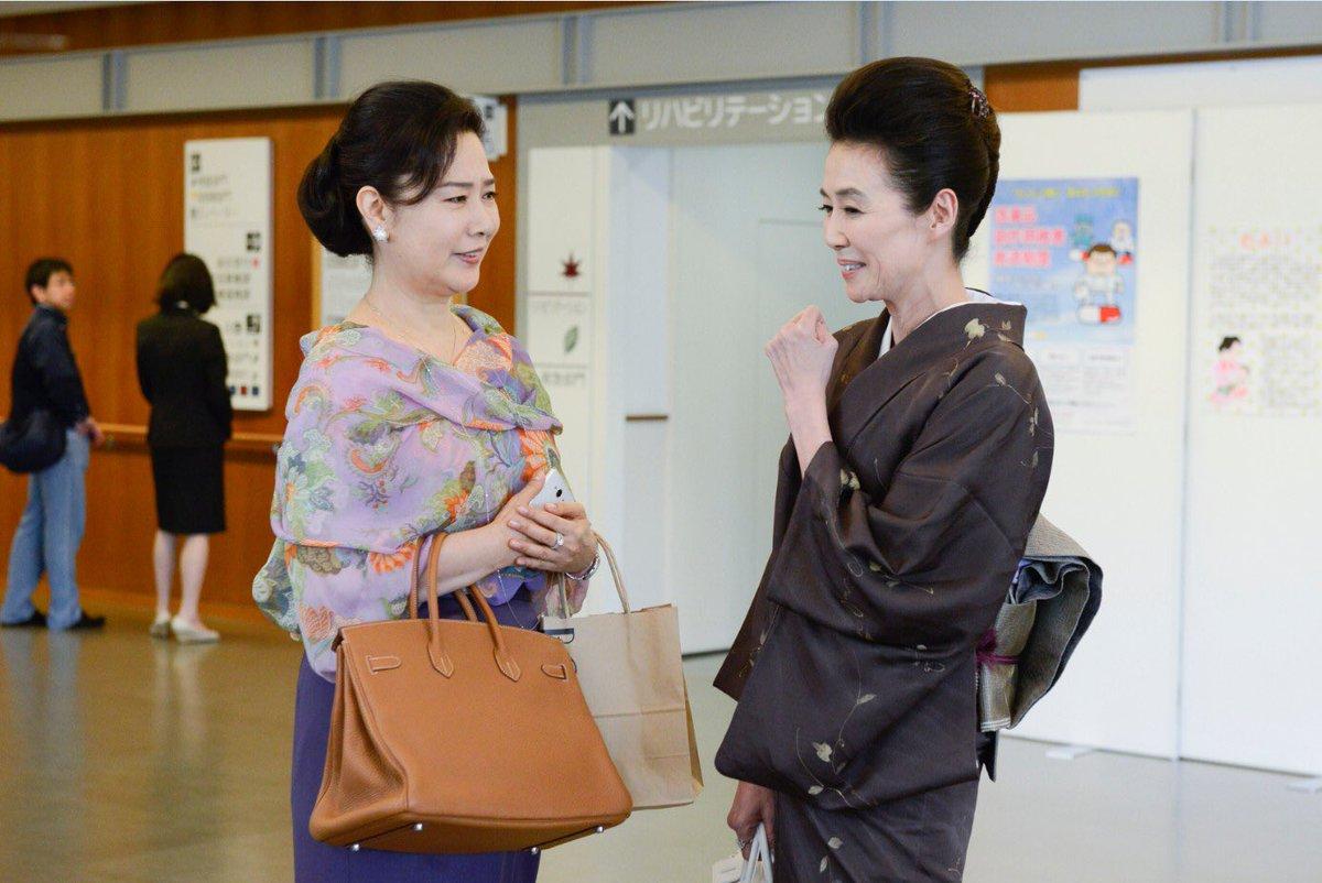 萬田久子さんと一緒に会話をする名取裕子