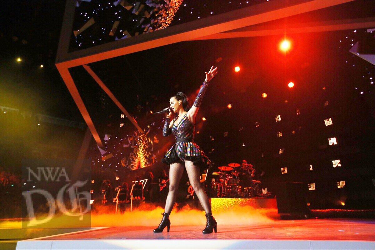 Katy Perry - Página 4 CkCmbviVEAAz079