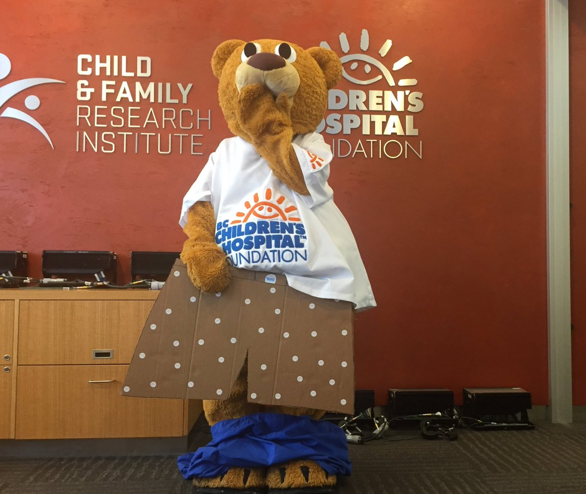 Sunny Bear has taken the #PantsoffYVR challenged issued by @CanucksFIN! @vancanadians Bob Brown Bear, you're up! https://t.co/x4CY3GzM9d