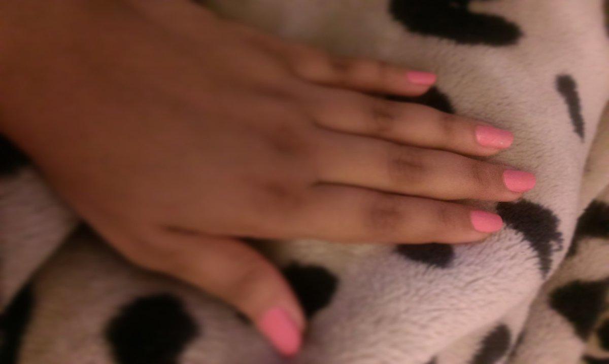 Because life should be full of colors #nailscolors #nailpolishaddict #pinkpic.twitter.com/cqdj4TxeUq