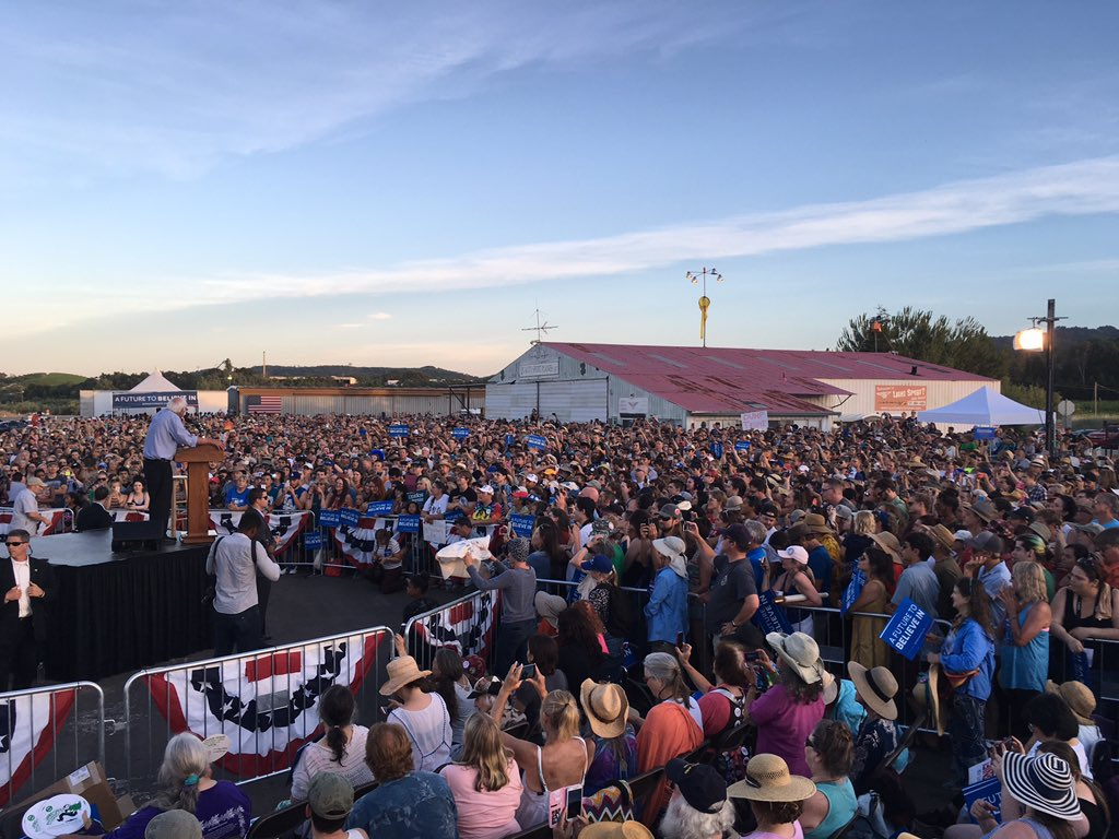 RIGHT NOW: Bernie Sanders speaking to a multi-thousand person crowd in Cloverdale, CA. https://t.co/a0X9mpiLQV