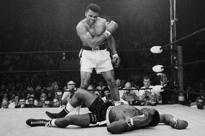 Muhammad Ali has died at the age of 74. One of the greatest athletes of all time. This photo will live forever. https://t.co/GfKbw7LFM3