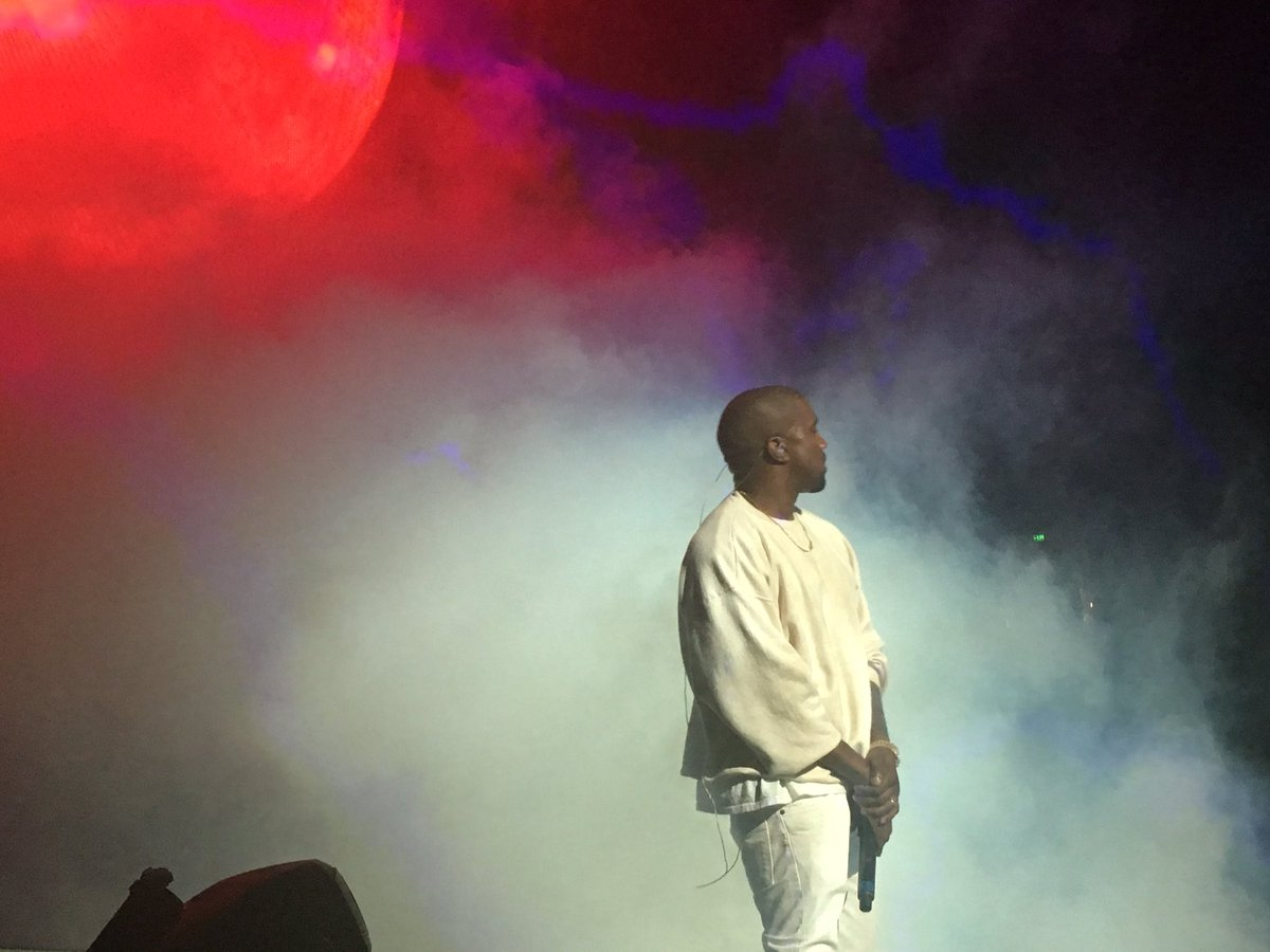 .@kanyewest is here with @BigSean! #Powerhouse is lit! https://t.co/jUPq3a17Jy