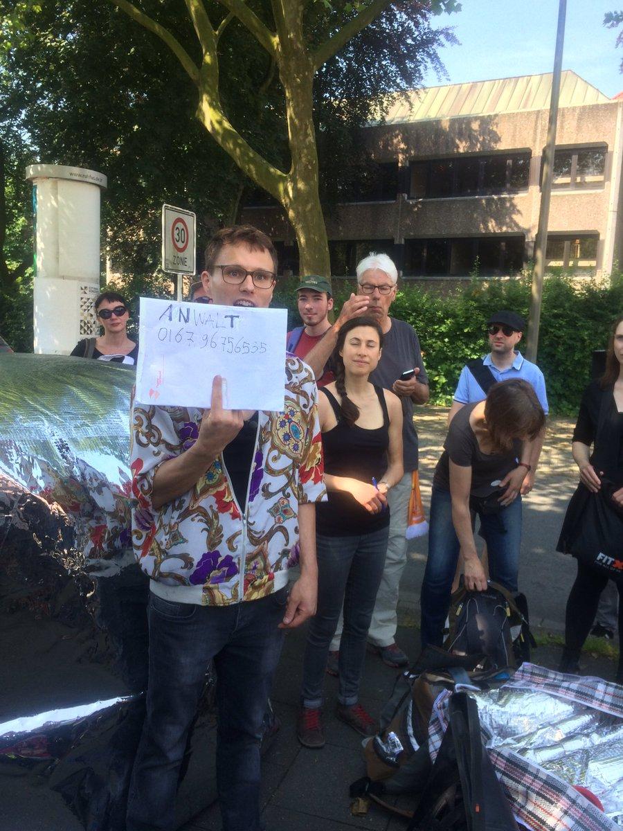 Letztes Briefing für die @Blockado_Info-Teilnehmer beim Hafen. #notddz #do46 https://t.co/6KJ110ntoS